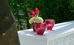 Deko karibisch mit Pflanze und Büte als Eyecatcher für ihr Table top