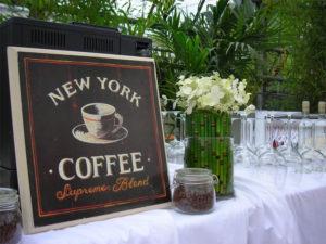 Kaffee Lounge Bar Deko mit Equisetum für table top & Stehtisch Fass