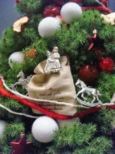 Finden Sie bei Decher weihnachtlich dekorierte Mietpflanzen