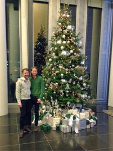 Ein Weihnachtsbaum mieten ist einfacher als gedacht. Die passende Weihanchts Dekoration bieten wir gerne mit an!