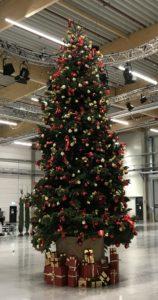 Sie können bei Decher einen dekortierten Weihnachtsbaum mieten