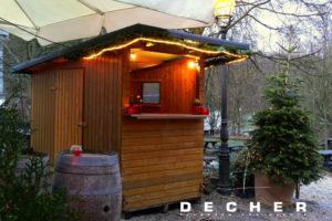 Du kannst bei Decher solche Hütten und den Weihnachtsbaum mieten.