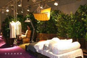 Grüne Pflanzenwand aus Jasmin als Kulisse mieten für Film, TV & Messe