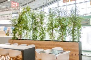 Sichtschutz mit Raumteilern aus Laubpflanzen von Decher Mietpflanzen