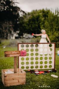 Hochzeit feiern u. spielen auf Wiese vor Glashaus Karben/Frankfurt M.