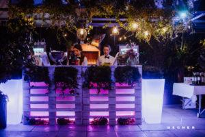 Glashaus Decher mit Leuchtbar für Hochzeitsfeier im Raum Frankfurt